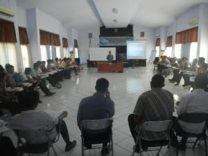 Pemberian Materi dalam Kelas oleh Bapak Indra Cahya S.St.Pi, M.Si